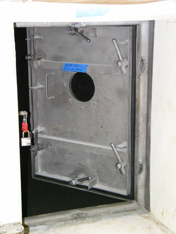 INDIVIDUAL LEVER WATERTIGHT DOOR